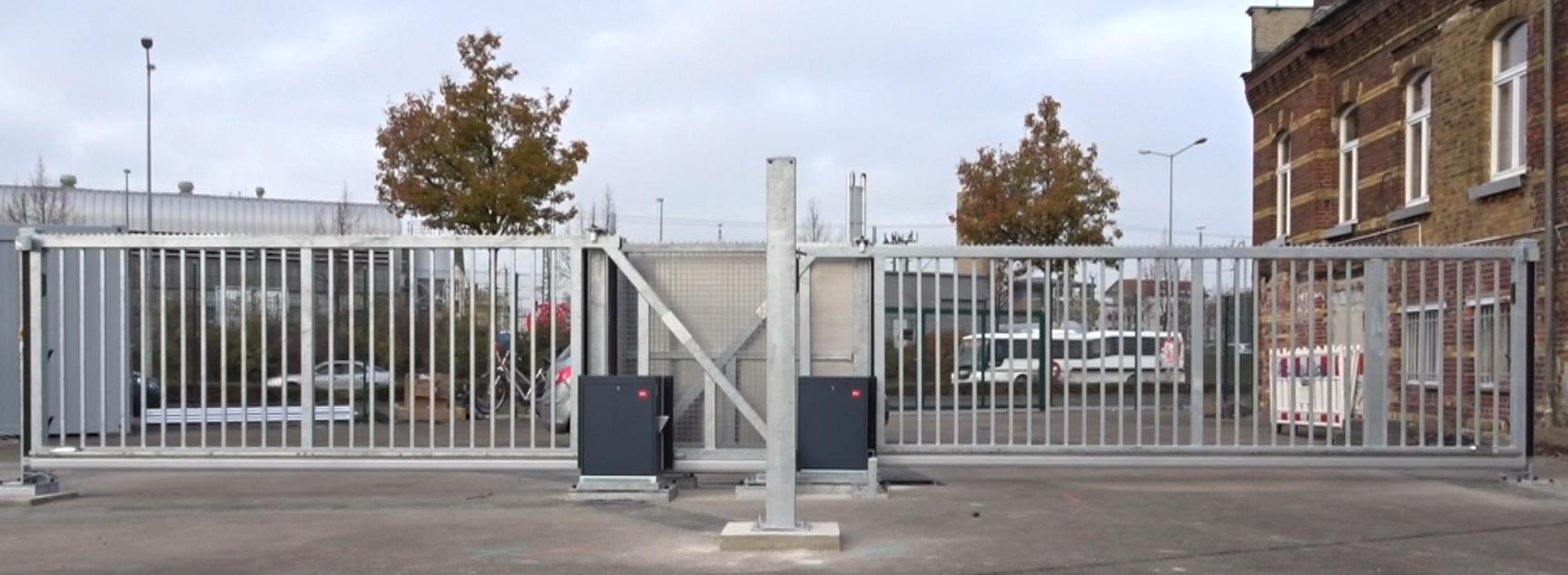 Zwei Elektrische Schnelllauftore Zaun Tor Gmbh